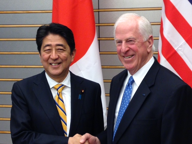 Rep. Thompson shakes hands with Japanese Prime Minister Abe