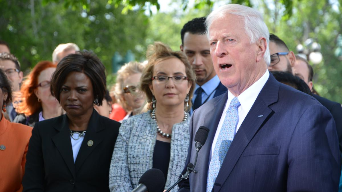 Rep. Thompson speaks at a press conference with Fmr. Rep. Giffords.